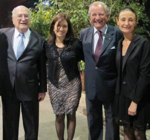Lic. Natalia Zavaroni y Dra. Gabriela Sabio junto al Dr. Abel Albino y el Dr. Fernando Mönckeberg.